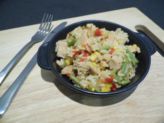 Summit to Eat Smažená rýže s kuřecím masem a Teriyaki omáčkou