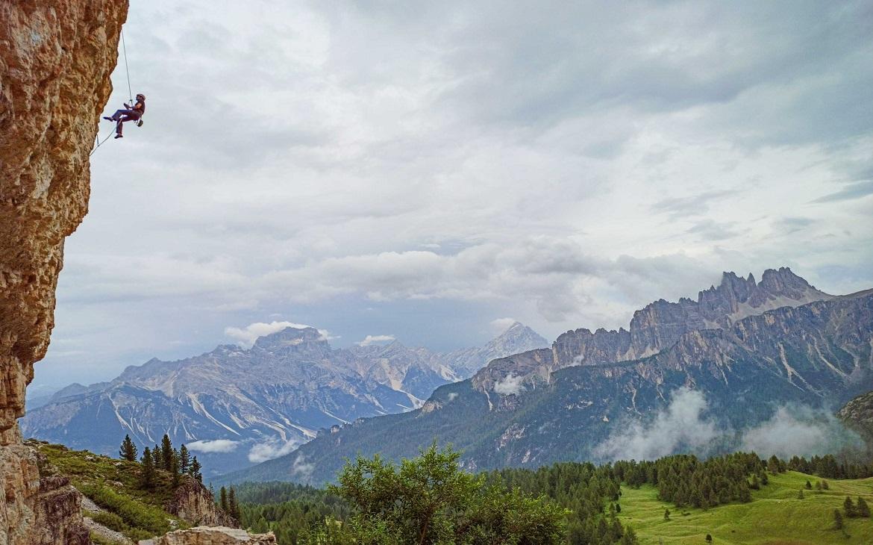 Sportovní a vícedélkové lezení na Cinque Torri – Dolomity
